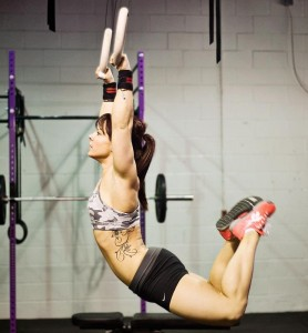 CrossFit - Ashley Smith curled body, ring training